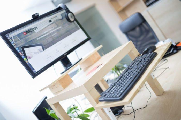 7 tipps f r den wechsel zum h henverstellbaren schreibtisch. Black Bedroom Furniture Sets. Home Design Ideas