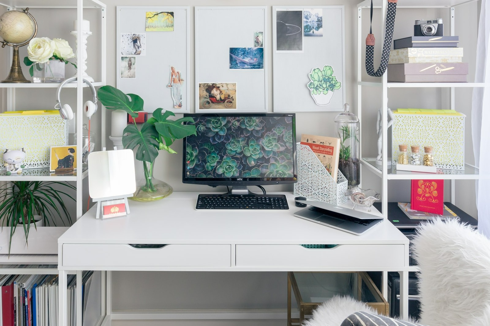computer schreibtisch mit tastaturauszug
